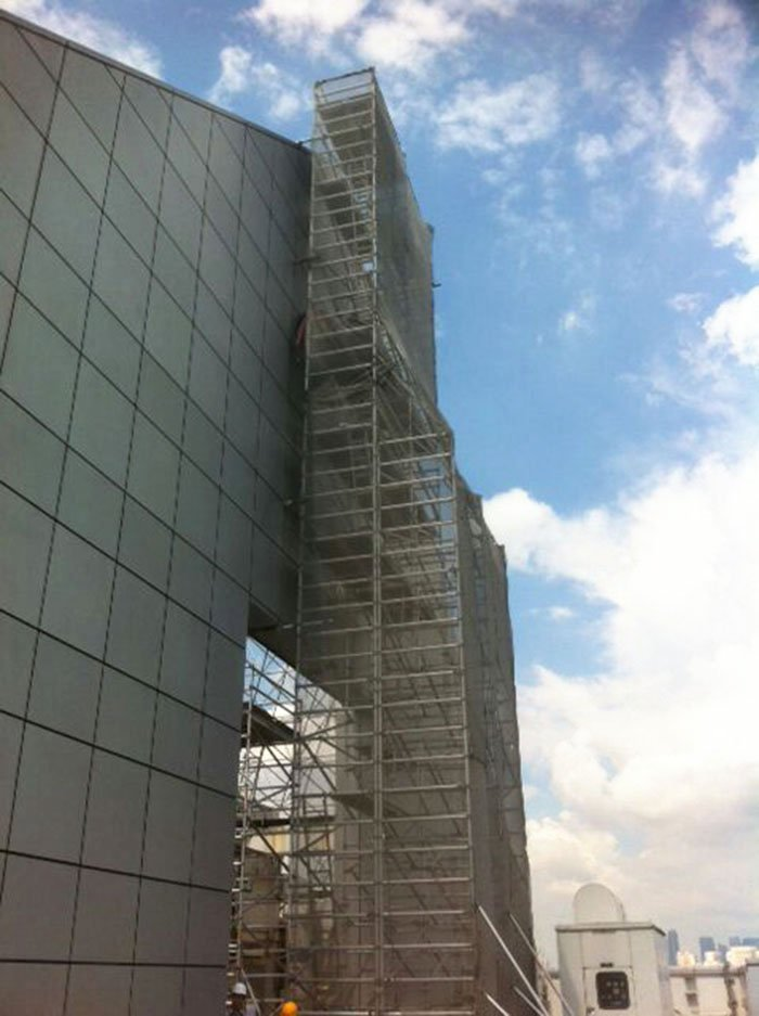 High Tower Scaffolds for Signage Installation
