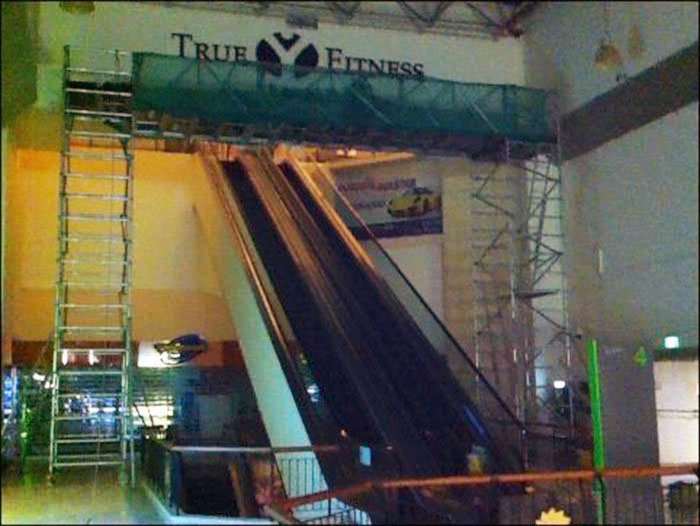 Aluminium Scaffolding for Signage Installation with bridge over escalators